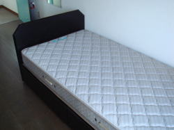 ベッド(鶴山館)